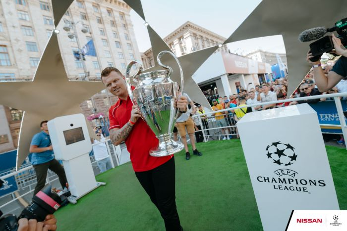 Champions League Legends drive into Kiev for Nissan